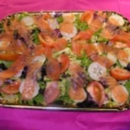Ensalada verde con salmón carpier catering bcn