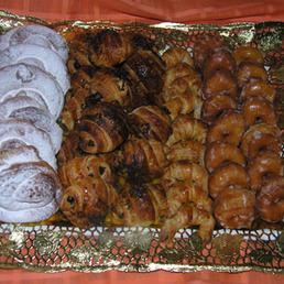 Bandeja surtida de mini bollería desayunos