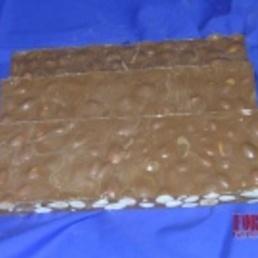 turrón artesano  almendra con chocolate de leche