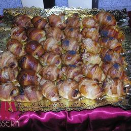Surtido variado de mini croissants salados