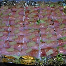 Mini rollitos de jamón dulce rellenos de gambas