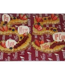 comprar pastel en forma de numero cumpleaños anive
