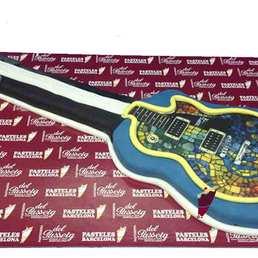 Pastel forma guitarra a domicilio