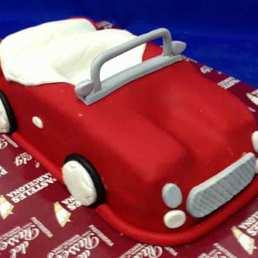 Pastel forma de coche