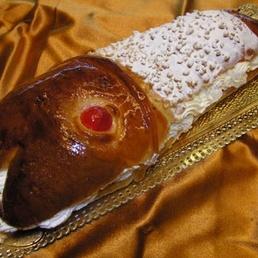 tarta de brioche rellena de nata catering Barcelon
