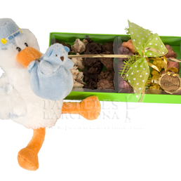 perro de peluche con caja de bombones